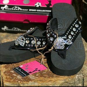 fb735e952100 Women s Flip Up Slippers on Poshmark
